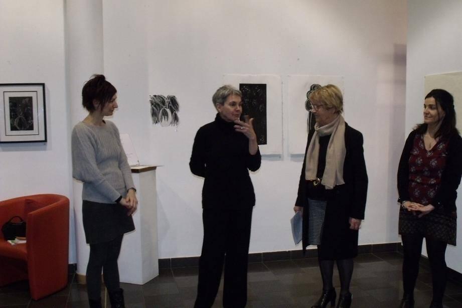 Christiane Ainsley précise : « Le choix des œuvres exposées est effectué en fonction des lieux ».