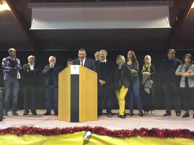Le maire et son conseil municipal lors de la présentation des vœux.