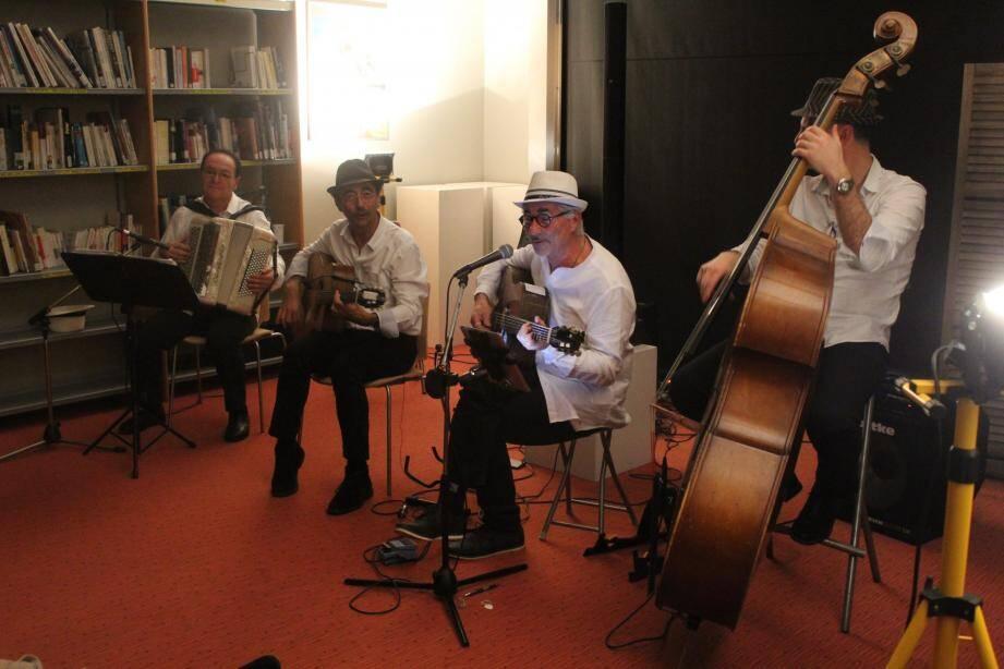 Le quartet « Ambiance douce » de l'association Quinté Bémol.