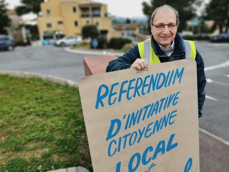 René Isnard, porte-parole des « gilets jaunes » du rond-point de Saint-Jacques annonce que son groupe va lancer dès cette semaine une campagne d'affichage pour inciter les électeurs à voter de préférence en faveur des candidats favorables au RIC locale.