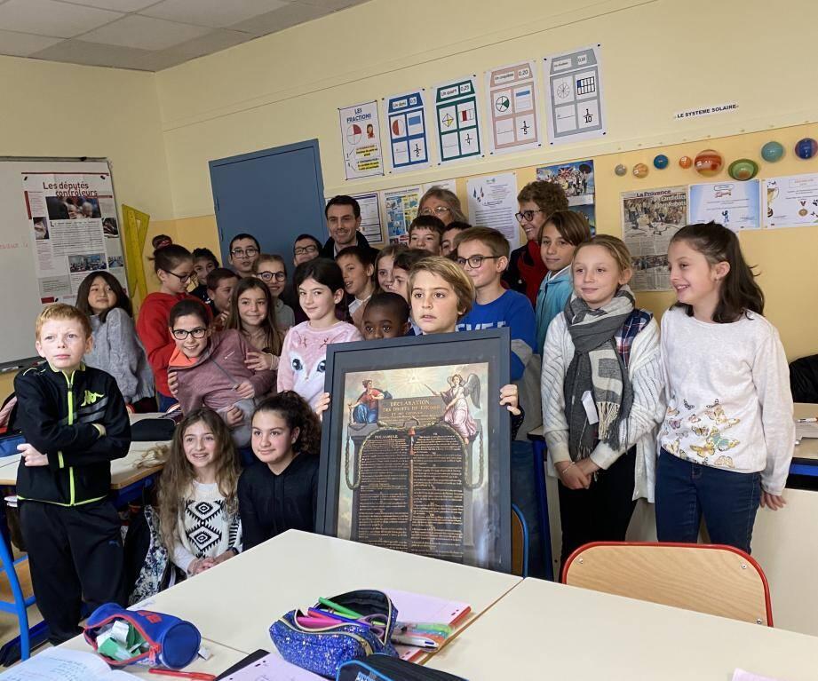 Les écoliers ont été ravis de rencontrer le député, Fabien Matras.
