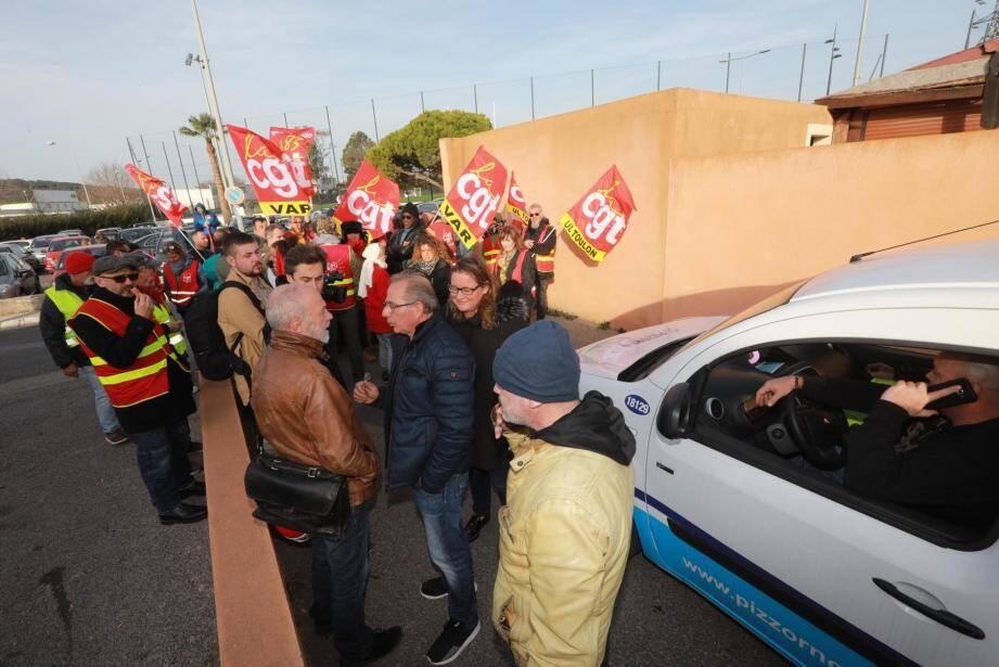 Les militants de la CGT ont bloqué les accès au site Pizzorno de La Seyne hier matin pour soutenir deux salariés convoqués par la direction.