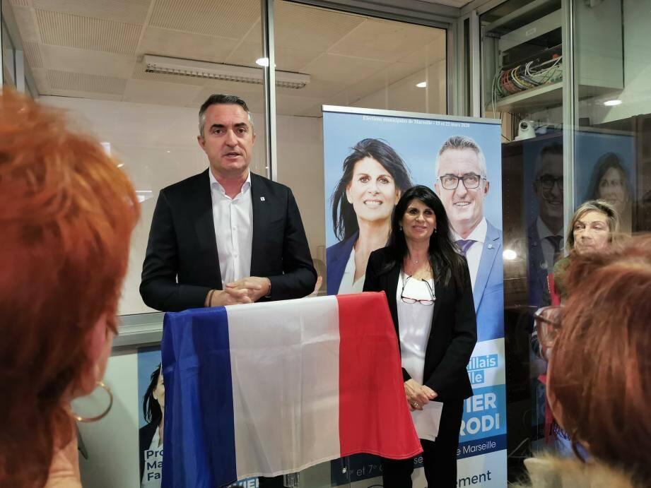 Stéphane Ravier, aux côtés de Clémence Parodi, candidate RN dans le premier secteur de Marseille.