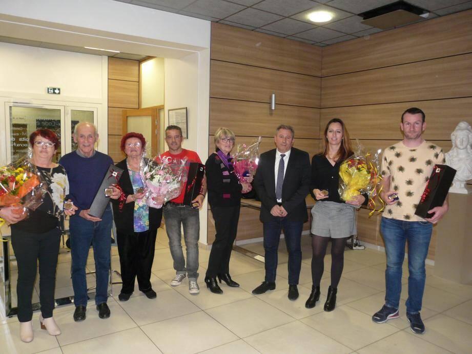 En fin de séance, le maire a remercié les élus qui ne se représenteront pas et leur a remis la médaille de la ville.