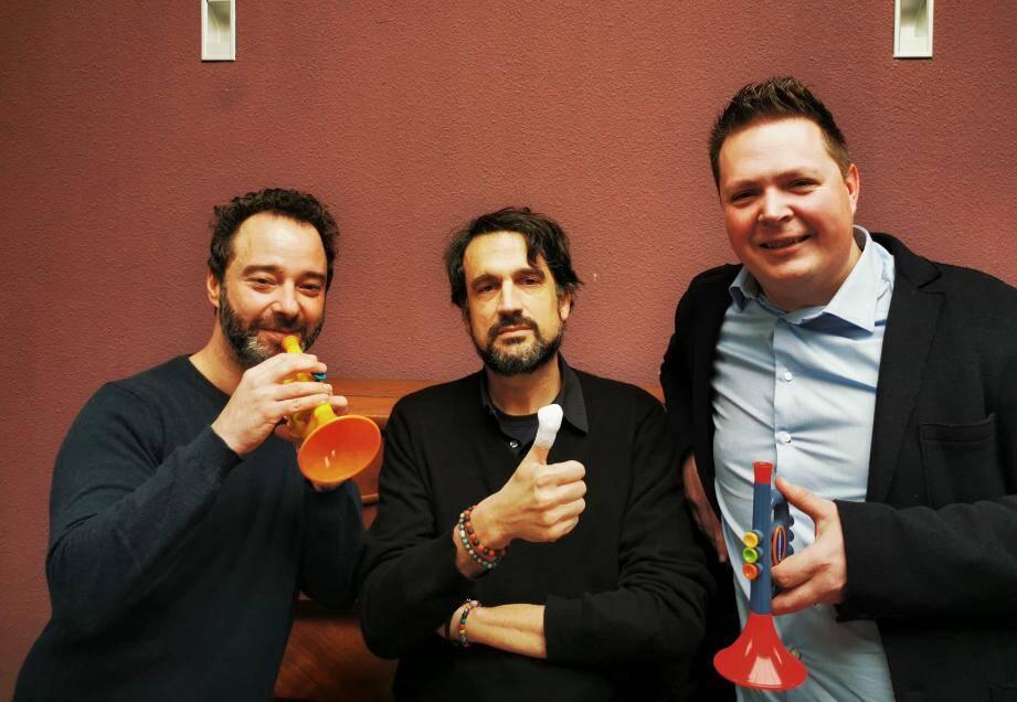 Benjamin Lévy, le compositeur Baptiste Trotignon (au centre) et Romain Leleu, trompettiste, ont présenté aux écoliers cannois le concerto pour trompette qui sera donné en première audition française au théâtre Debussy.