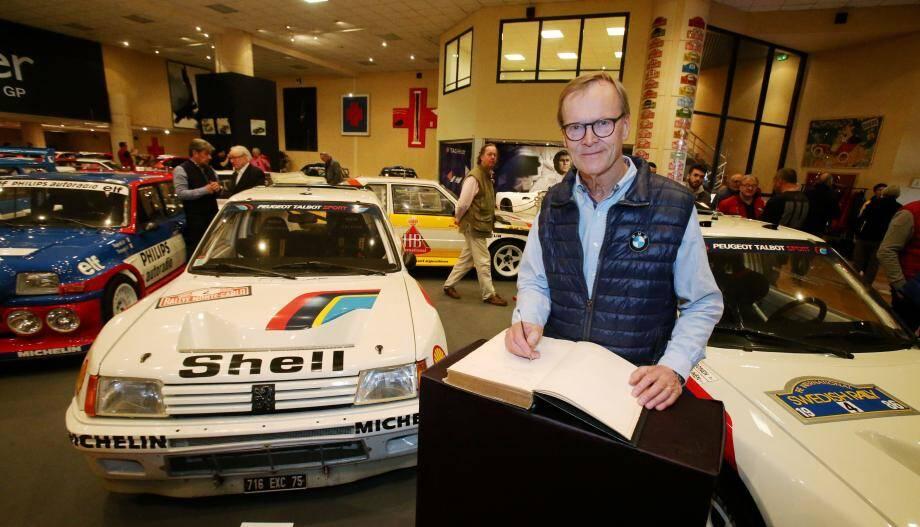 « Nostalgie ! », a écrit Ari Vatanen sur le Livre d'or, près d'une 205 indissociable de sa légende.