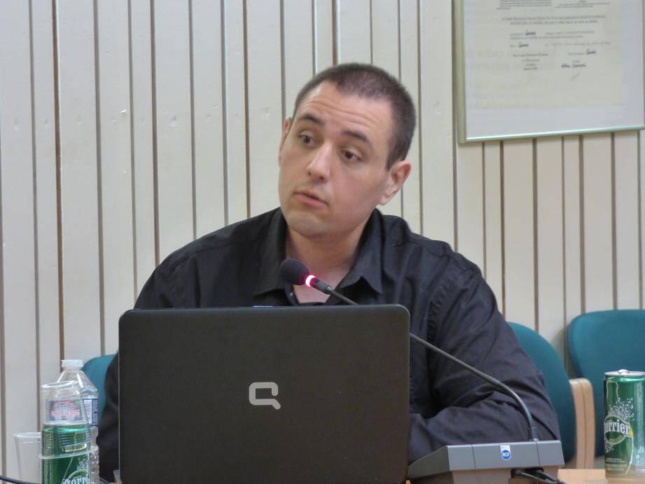 Michel Thooris est élu dans l'opposition de Carros depuis 2014 sous la bannière Rassemblement Bleu marine. Il se représente et s'apprête à déposer sa liste en préfecture.
