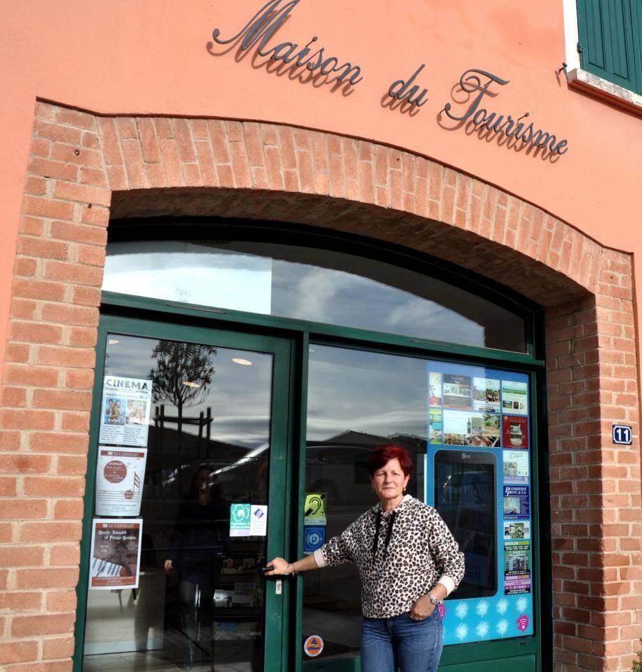 Corine Bonifay adjointe informe de la mise en place d'un nouveau site touristique. En médaillon : le nouveau logo créé par les Jeunes Cadiérens.