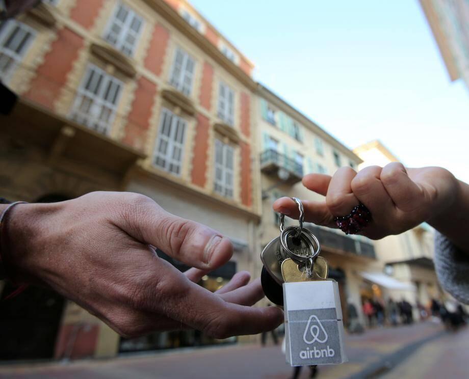 La mairie de Cannes vient de bloquer quatre opérations de transformation d'immeubles d'habitation en meublés de tourisme.