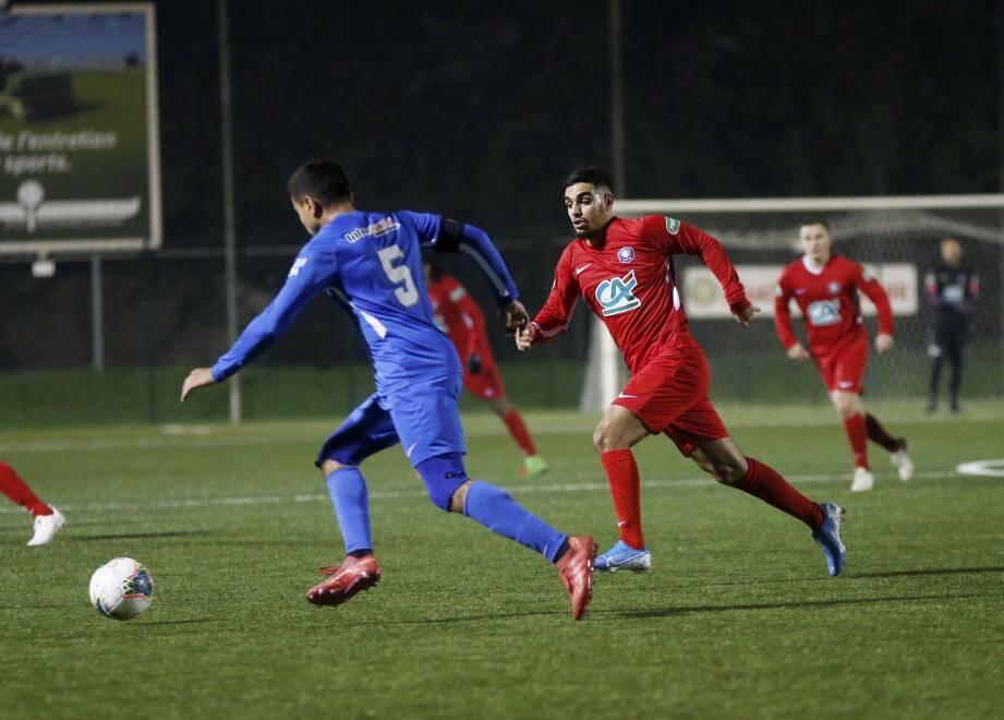 Boussaïd (en rouge) et les Grassois veulent grappiller des points dans le derby.