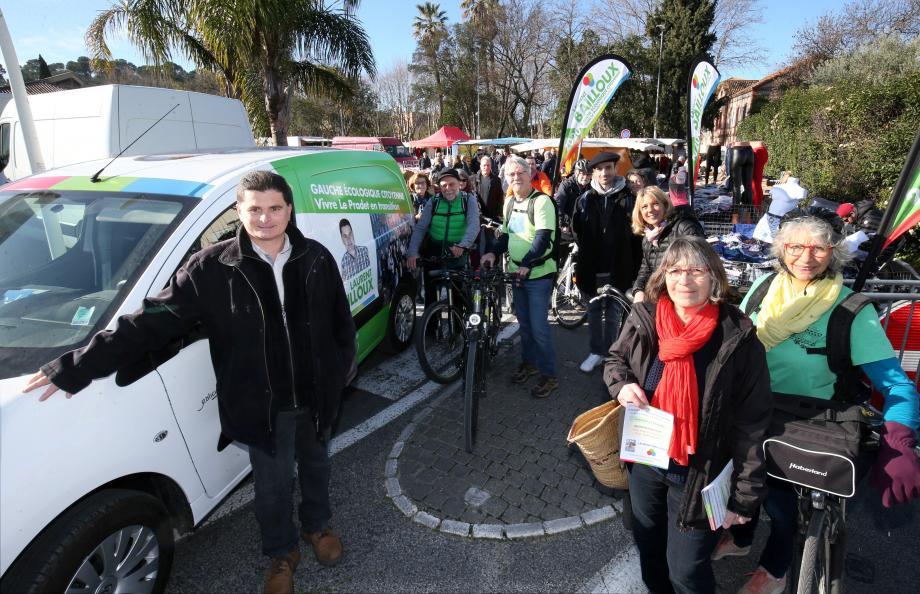 Hier matin, sur le marché, le candidat et son équipe ont présenté la permanence mobile puis circulé dans les quartiers de la ville.