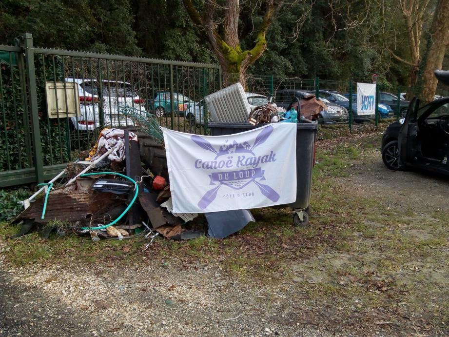 14 kilomètres du Loup sont encombrés de déchets depuis les dernières crues de novembre.(DR)