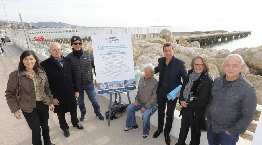Devant le ponton de la Darse qui va faire l'objet d'une rénovation en promenade piétonnière d'ici 2022, David Lisnard avait convié plusieurs personnalités et professionnels locaux du secteur de la mer pour évoquer ses plans d'avenir.