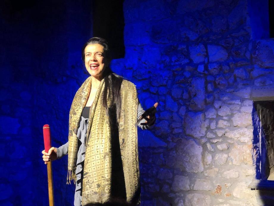 Anthéa Sogno et son brigadier : la passion du théâtre résonne dans la maison séculaire de la famille.