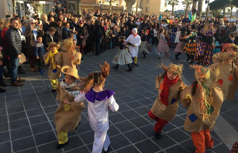 Les jeunes issus des trois groupes folkloriques du Golfe ont dansé