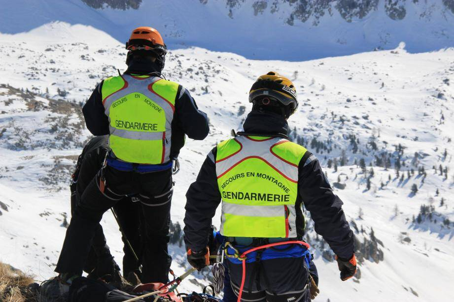 Les hommes du Peloton de gendarmerie de haute montagne en intervention.