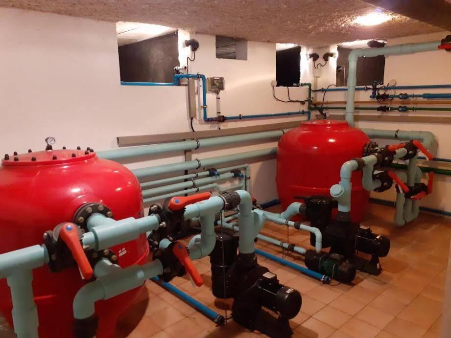 Thomas Pelisero propose aussi la colorisation des installations, selon les normes en vigueur, telles cette filtration de piscine ou de cette station de surpression : des œuvres d'art !
