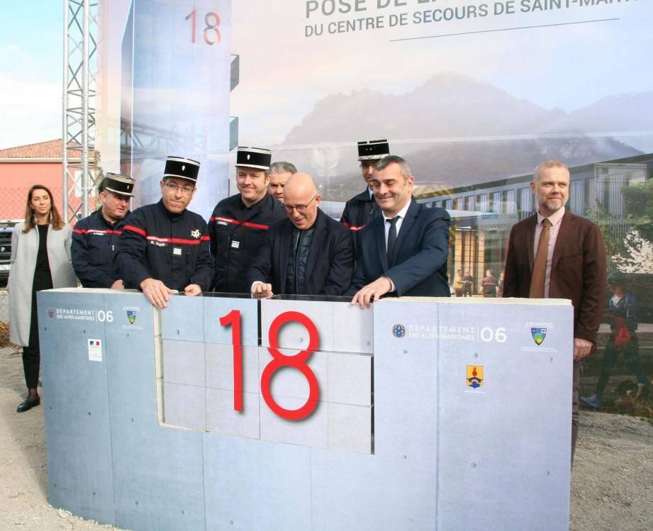 Pose de la première pierre du futur centre de secours et d'incendie.