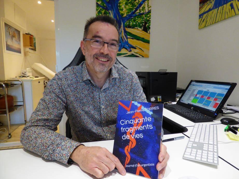 """Jean-Pierre Torres présente son """"journal d'un urgentiste"""", sorti en novembre dernier."""