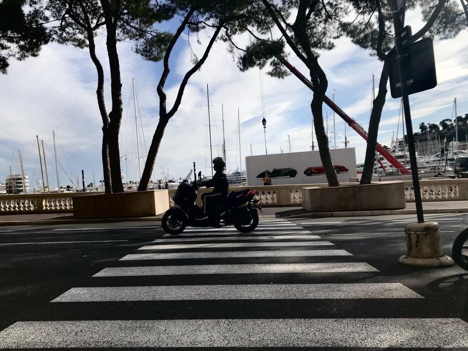 Le conducteur du scooter et le piéton étaient tous les deux ivres : le premier roulait trop vite, le second a traversé ici sans prévenir.(Illustration Arnault Cohen)