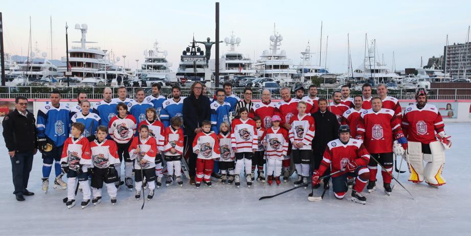 Le match qui a eu lieu ce mercredi à la patinoire, située quai Albert-Ier, a opposé deux équipes composées d'anciens joueurs professionnels russes et l'équipe des Barracudas de Monaco.