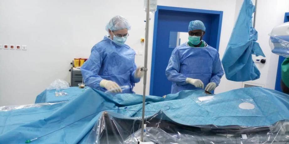Située au sein du centre hospitalier Mère Enfant à Bamako, cette salle permet d'opérer du cœur de  jeunes patients.(DR)