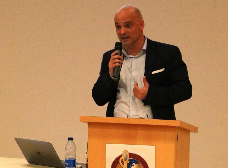 Médéric Chapitaux (ci-contre), auteur de Le Sport, une faille dans la sûreté de l'État, a animé une conférence la semaine dernière, à l'hôpital Sainte-Anne.