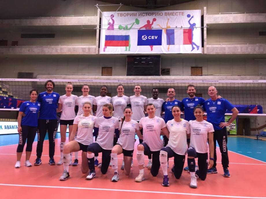 Les filles du RC Cannes dans la salle du Dynamo de Moscou hier soir à l'entraînement.
