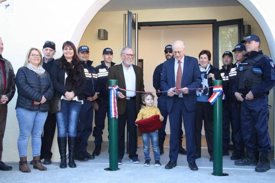 Instant inaugural pour le nouveau  poste de police municipal.