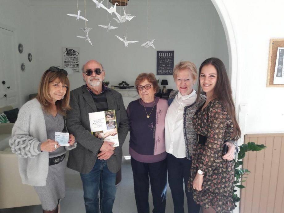 Un chèque de 470 euros a été remis à l'association « France Alzheimer ».(DR)