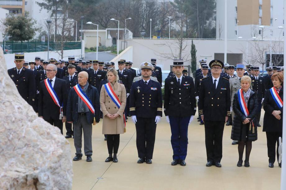 Élus et militaires ont rendu, hier à La Valette-du-Var, un hommage aux gendarmes décédés en service.