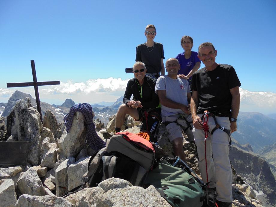 Des adhérents de l'AVDSA dans la vallée de la Vésubie, sur la cime de la Malédie. Prochaines randonnées mensuelles ouvertes à tous les samedis 22 février et 21 mars.(DR)