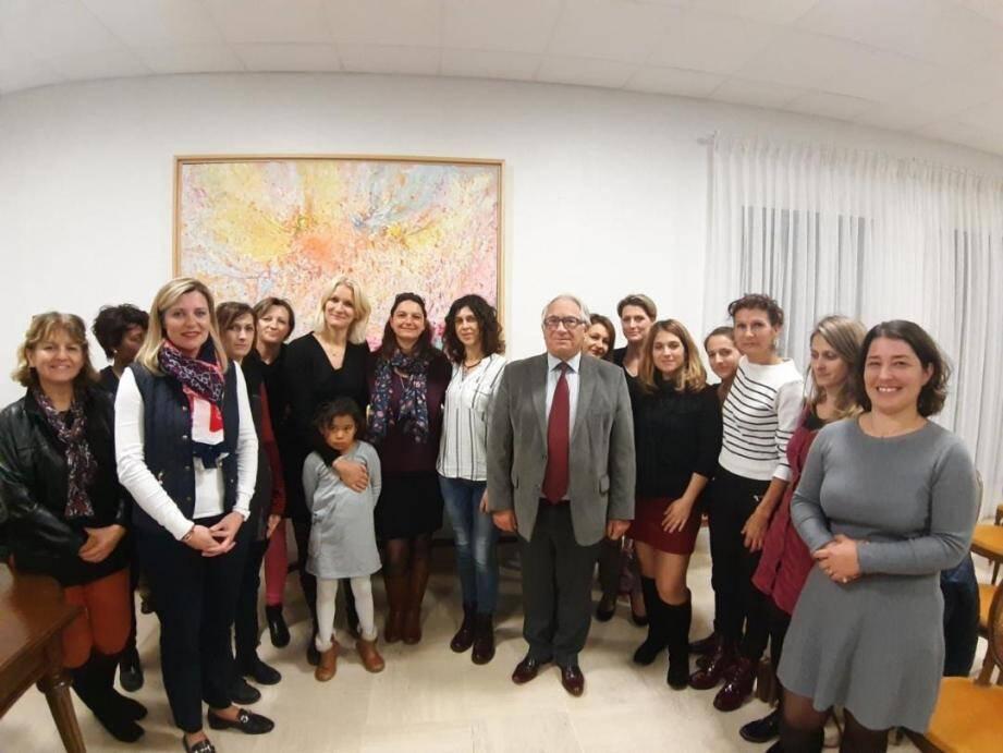 L'ensemble des participants réunis pour la charte de partenariat