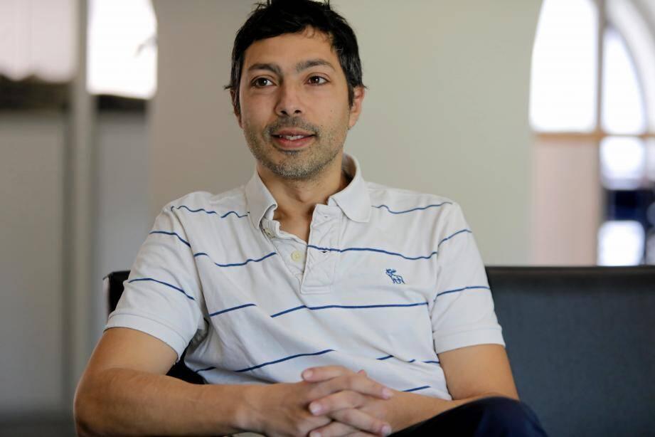 Tony Lourenço interprète Gilbert, un sans domicile stable qui se raconte dans un seul-en-scène d'1 h 15.
