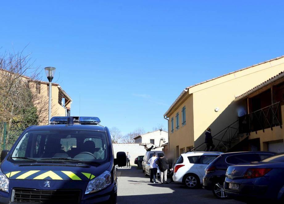 Les gendarmes ont placé le domicile de la victime sous scellés.
