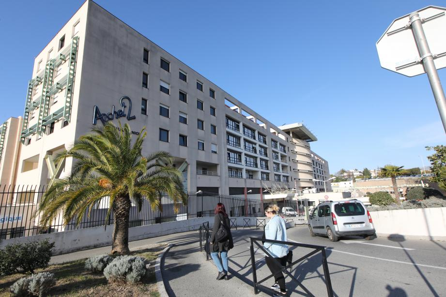 Une unité supplémentaire spécialement dédiée aux cas suspects de coronavirus a été ouverte à l'hôpital l'Archet à Nice.