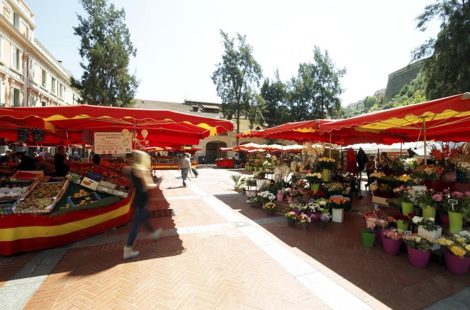 Deux vendeurs italiens du marché de la Condamine en sont venus aux mains.(Illustration J.-F.O.)