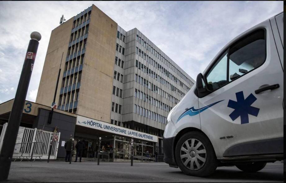 L'enseignant de 60 ans qui a succombé au Covid-19 avait été transféré en urgence à l'hôpital de la Pitié-Salpêtrière à Paris.