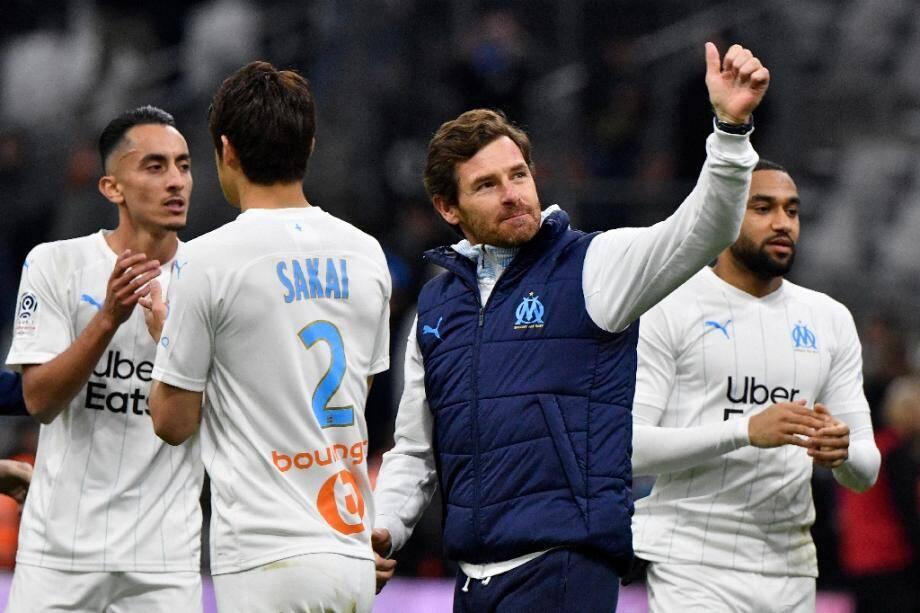 L'entraîneur de Marseille Andre Villas Boas au milieu de ses joueurs après la victoire contre Toulouse, le 8 février 2020 au Stade Vélodrome.