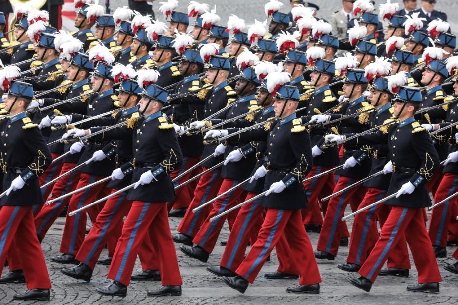 Des élèves du lycée militaire de Saint-Cyr l'Ecole lors du défilé sur les Champs-Elysées, le 14 juillet 2019 à Paris.