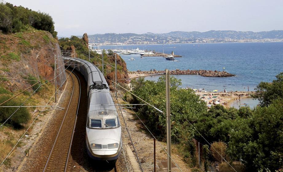 Illustration d'une ligne ferroviaire des Alpes-Maritimes.