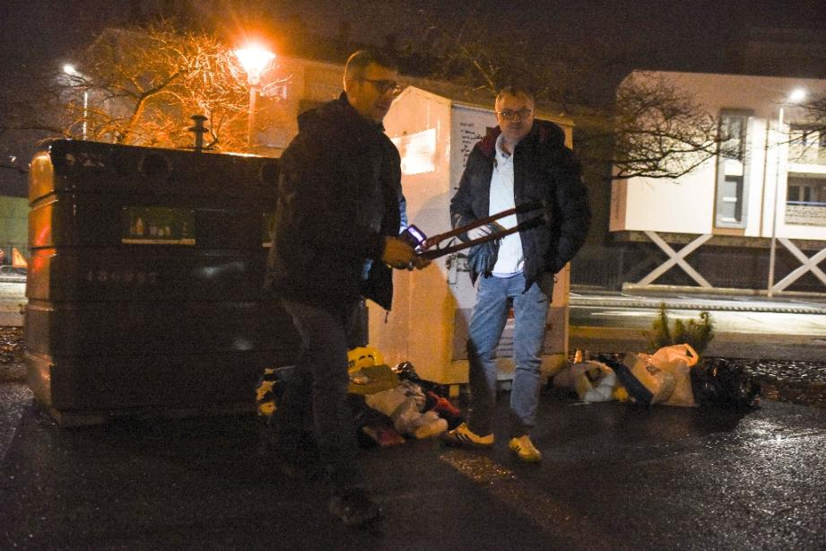 Des policiers photographiés le 9 février 2020 près du conteneur où a été retrouvé le corps de la petite Vanille