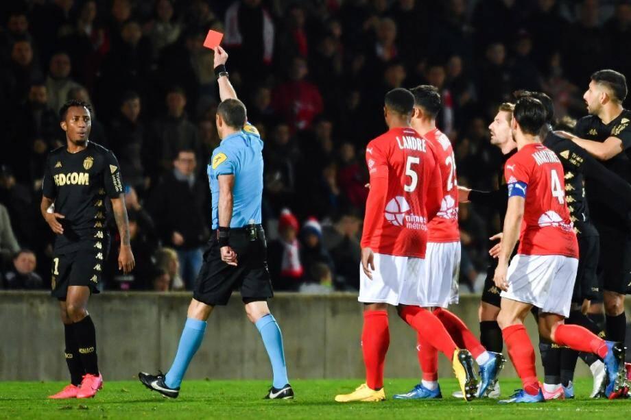 Le milieu portugais de l'AS Monaco Gelson Martins, sanctionné d'un carton rouge pour avoir bousculé l'arbitre lors de la défaite à Nîmes, le 1er février 2020.