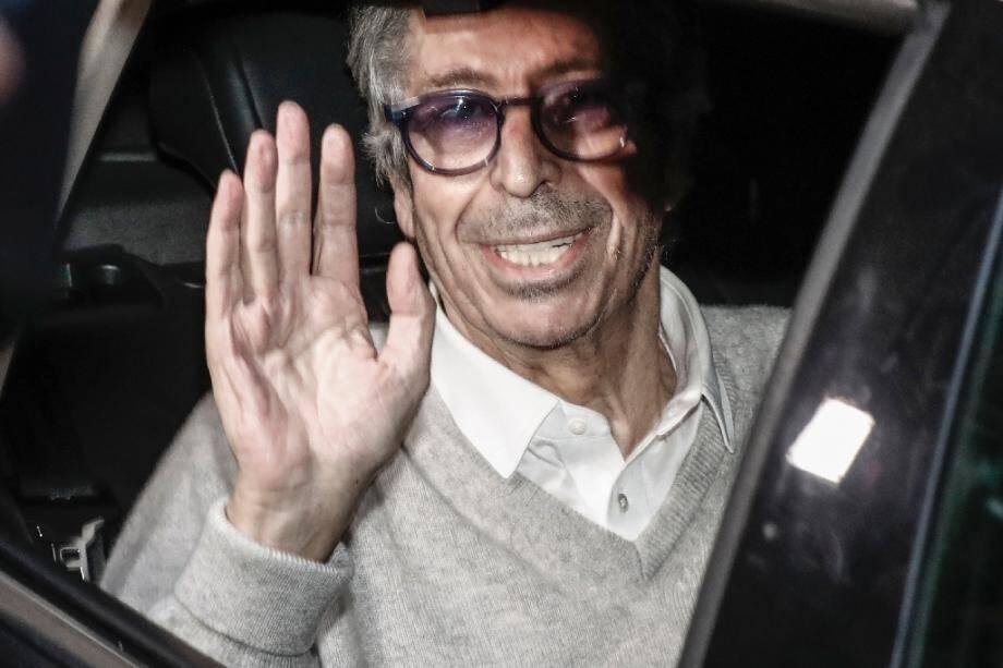 Patrick Balkany sort de la prison de la Santé à Paris le 12 février 2020.