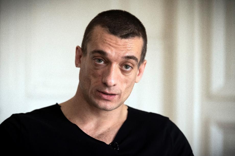 Piotr Pavlensky dans les bureaux de son avocat à Paris, le 14 février 2020