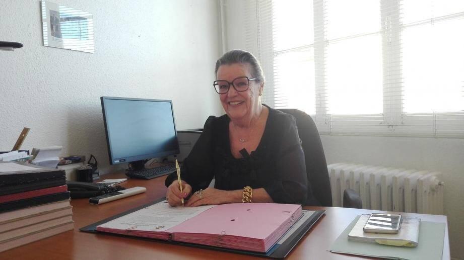 """""""J'arrête parce que j'ai l'âge et qu'il faut laisser place aux jeunes"""", explique, dans son bureau à la mairie, Édith Lupi, adjointe à l'Éducation à Cagnes-sur-Mer."""