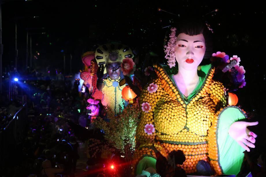 Jeudi soir, le public a pu assister au tout premier corso de nuit de la 87e Fête du citron.