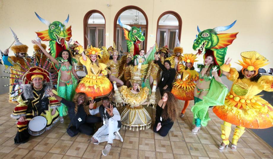 Depuis 2005, les danseuses de la compagnie Exotica Danse animent les parades de la Fête du citron.