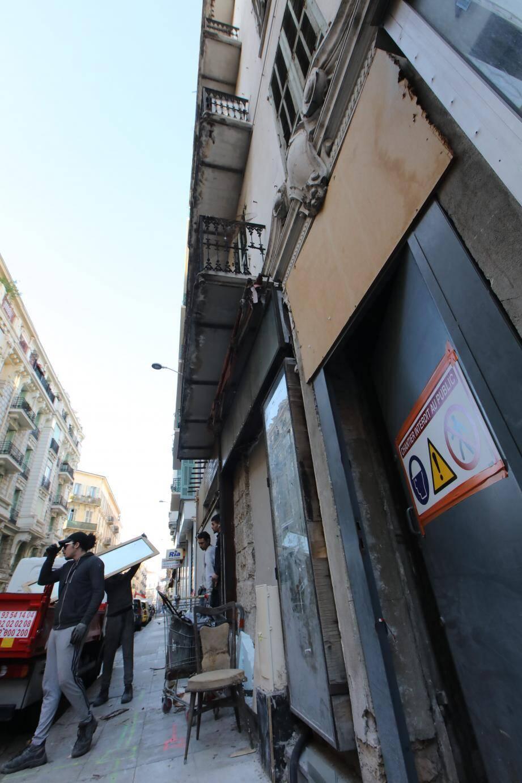 Les travaux ont commencé au 16, rue Pertinax, dans cet immeuble très dégradé du centre-ville de Nice.