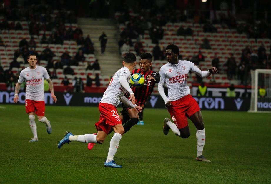 La soirée avait pourtant bien débuté avec le premier but de Claude-Maurice en rouge et noir...